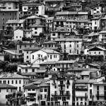 Pueblo frente al Lago di Como - Italia