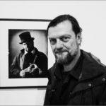 """Xavier Mulet en su exposición """"Monsieur Ardan, gran viatger del segle XIX"""". Barcelona, 2016. © Marcelo Aurelio"""