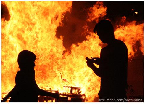 Todos lo fuegos, el fuego - All fires, the fire - Niños festejando la noche de San Joan en Rubí - Barcelona