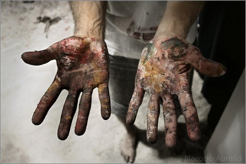 Las manos de la obra - Las manos de Xavier Vicenç (Xanu) después de un mural perfo en Barcelona