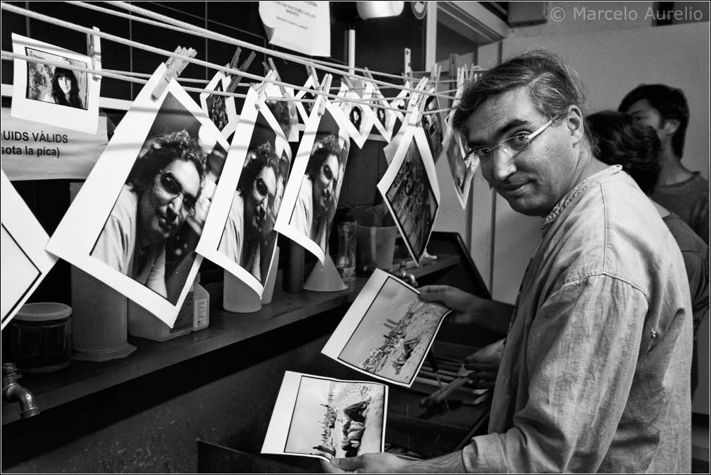 Fran Simó enseñando a revelar en blanco y negro - Can Basté - Barcelona