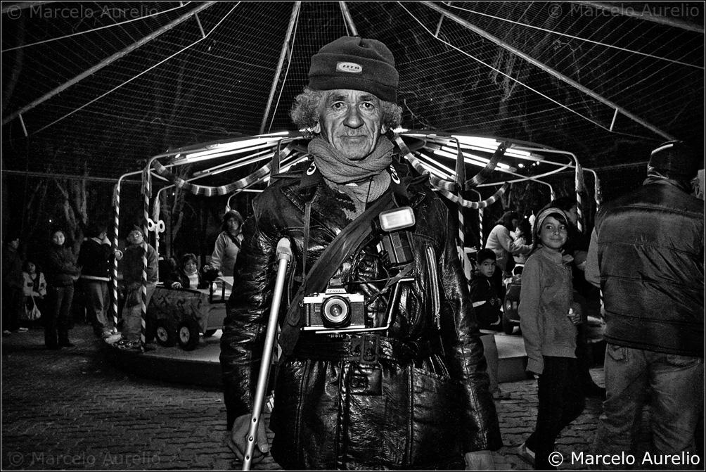 Hernán - El fotógrafo de la calesita de Plottier - Neuquén - Argentina