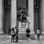 El arte de escalar - Monumento a Velazquez en Paseo del Prado. Madrid. © Marcelo Aurelio