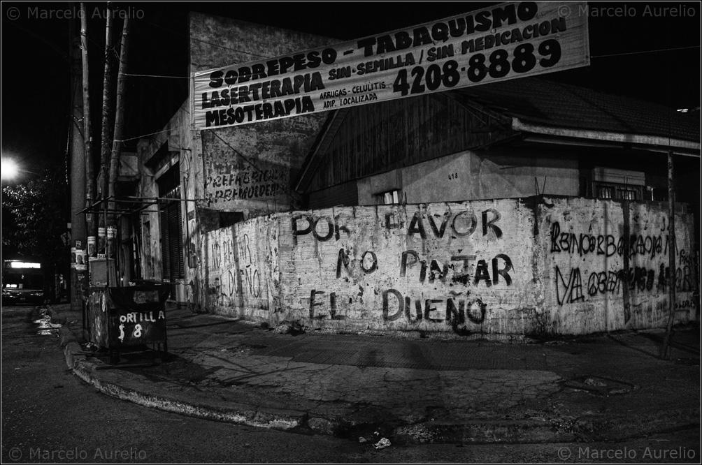 Por favor no pintar el dueño. Valentín Alsina, 2013. © Marcelo Aurelio
