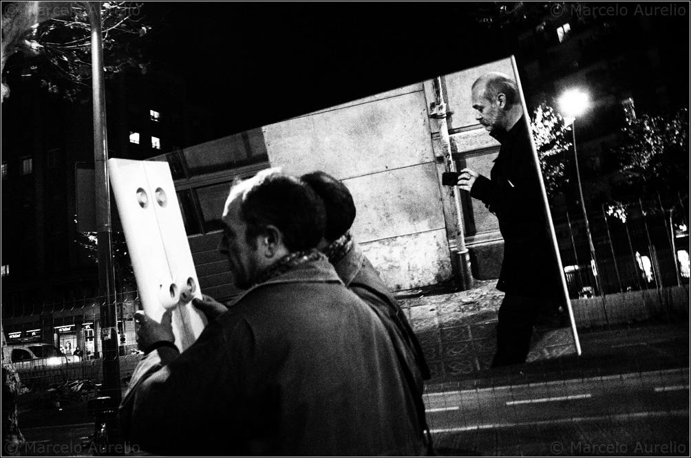 Walking the Paral·lel. Barcelona, 2014. © Marcelo Aurelio