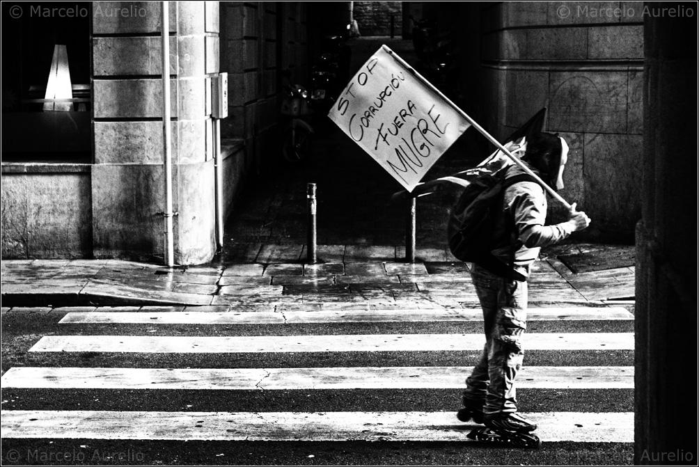Fuera mugre. Barcelona, 2014. © Marcelo Aurelio