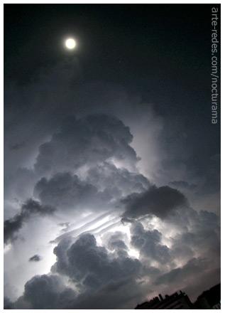 tormenta y  luna en Terrassa, Barcelona