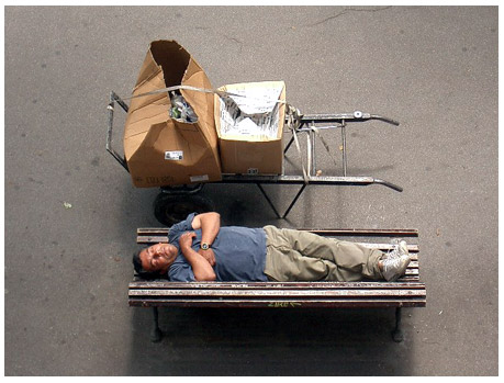 siesta en avenida Diagonal, Barcelona