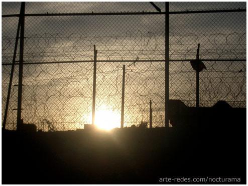 Doble valla de Melilla al atardecer