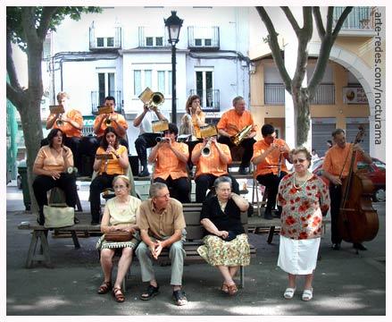 La Patum 2005 , Sardanes per la Cobla Principal de Berga. / Sardanas por la Cobla Principal de Berga.