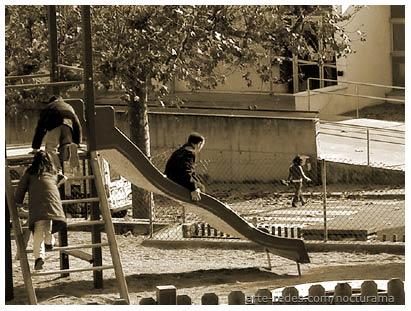 juegos en una plaza de Tona